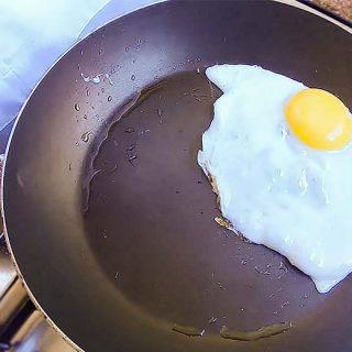 Como fritar um ovo